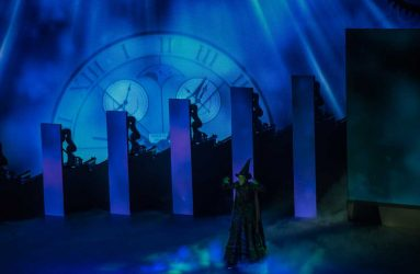 Showact mit Defying Gravity aus dem Musical Wicked © Deutsche Messe AG